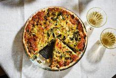 Lokale specialiteiten, daar zijn we dol op. Het Veluwse gebraad in deze quiche heeft 4 uur gebraden, en dat proef je!