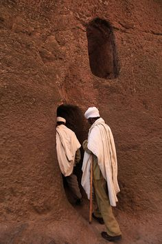 Ethiopia Orthodox Priests and Worshippers Architectural Ro… | Flickr