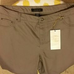 "Ashley Stuart--jeggings NWT!!! Size 20  32 1/2"" inseam Gray colored Ashley Stewart Jeans Skinny"