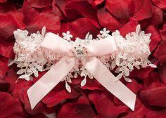 подвязка невесты - Поиск в Google Wedding Belts, Wedding Vows, Wedding Bridesmaids, Our Wedding, Dream Wedding, Wedding Things, Wedding Dress, White Wedding Garter, Bride Garter