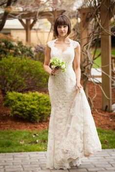 Vintage wedding dress, features a queen anne neckline on the bust when keyhole back on the lace bodice. Long dress finished in mermaid silhouette.