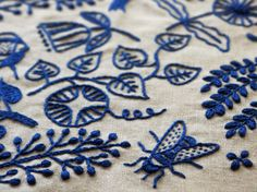 Beautiful embroidery by Yumiko Higuchi. Simple white background, one color of embroidery floss. Embroidery Designs, Modern Embroidery, Embroidery Applique, Cross Stitch Embroidery, Garden Embroidery, Embroidery Sampler, White Embroidery, Embroidery Thread, Art Du Fil