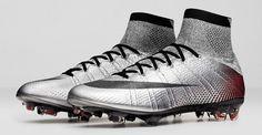 Tên của hai đôi giày bóng đá Nike Mercurial là Superfly CR7 Quinhentos và Mercurial Superfly 324K Gold. Cả hai đều khá giống nhau về thiết kế.