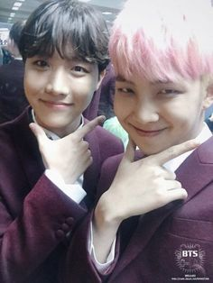 Ooow little sunshine Hobi and Na.. wait.. that smirk.. Gosh Namjoon what r u doing? xD