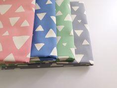 ▲綿(コットン) - 商品詳細 オックスプリント さんかく 110cm巾/生地の専門店 布もよう
