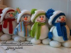 Snowman Knitting Patterns That Won't Melt . These adorable snowmen are sure to become a favourite Christmas companion for the whole family. 3 Free Patterns--> http://wonderfuldiy.com/wonderful-diy-jolly-knitted-snowmen-with-free-patterns/