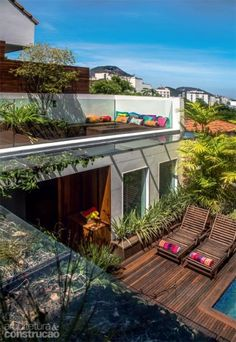 Small house design with parking trendy ideas Rooftop Terrace Design, Small Terrace, Rooftop Garden, Garden Villa, Rooftop Deck, Garden Beds, Garden Plants, Outdoor Spaces, Outdoor Living