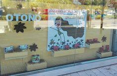 Escaparate otoño cabello.fuerte con lonas de Gaspar Naranjo. Puedes adquirir lonas decorativas en www.admyra.es