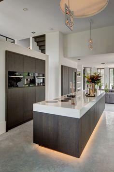 RMR interieurbouw - Puur - Luxe keuken inspiratie http://amzn.to/2keVOw4 http://amzn.to/2tmssiM