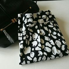 "SALEBlack/White Michael Kors Print Skirt Let the print be your statement piece!  Brand new without tags 2 side pockets Colors are black and white  Size 6 Measures 15.5"" across the waist, 21"" long Has a side zipper closure 98% cotton, 2% spandex  If you have any questions please ask.  If you don't like the price please use the offer button.  ❌Sorry, no trades❌ Have an amazing day!  ""Great Sense of Style"" MICHAEL Michael Kors Skirts A-Line or Full"