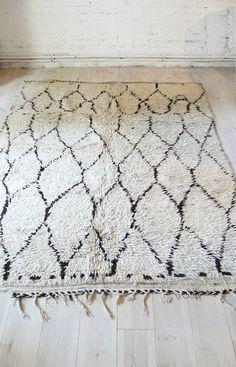 Vintage Moroccan Rug BENI OUARAIN Rug por lacasadecoto en Etsy, €495.00