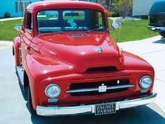 Old International Trucks Vintage Pickup Trucks, Classic Pickup Trucks, Antique Trucks, Vintage Cars, Farm Trucks, Cool Trucks, International Harvester Truck, Old Tractors, Toys For Girls