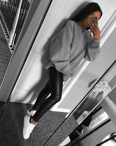 View all pictures, buttons and outfits from Karolina Cruz ( on 21 Buttons Casual Winter Outfits, Winter Fashion Outfits, Simple Outfits, Stylish Outfits, Cute Outfits, Outfit Winter, Comfortable Outfits, Look Legging, Alexander Mcqueen Sneakers
