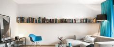 Ein minimalistisches Bücherregal, welches sich durch seine schlichte und geradlinige Erscheinung auszeichnet. Dank seiner filigranen Optik wirken die Bücher als ob sie schweben. Die Masse sind individuell wählbar.