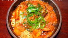 dwaejigogi kimchijjigae (돼지고기 김치찌개): pork and kimchi stew