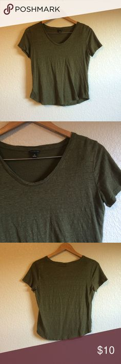 Ann Taylor • Top This simple T has a slightly cropped look and is 100% linen. Ann Taylor Tops Tees - Short Sleeve