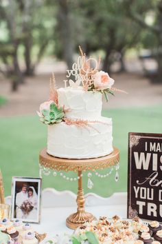 Rustic ranch wedding cake: http://www.stylemepretty.com/2015/11/27/al-fresco-saddlerock-ranch-wedding/ | Photography: Koman Photography - http://komanphotography.com/