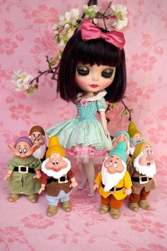 Snow White Blythe. I could do this with my doll damn now i just need those dwarves.