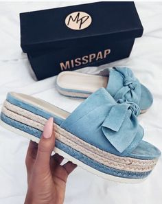 33 Summer Shoes To Copy Now - New Shoes Styles & Design - 33 Summer Shoes To Copy Now – New Shoes Styles & Design 33 Summer Shoes To Copy Now Shoes Pretty Shoes, Beautiful Shoes, Cute Shoes, Me Too Shoes, Shoe Boots, Shoes Sandals, Shoes Sneakers, Gladiator Shoes, Basket Style