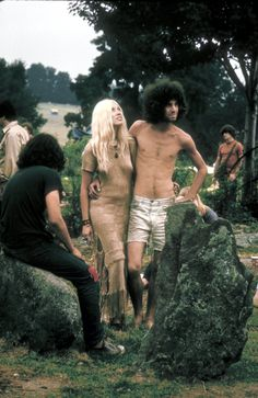 Woodstock Anniversary: The Best Beauty And Style Moments From 1969's Best Festival | iconic | history | 1960's | music festival | bohemian | hippies | afro | boho | www.republicofyou.com.au