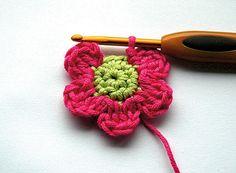 crochet flowers - molliemakes