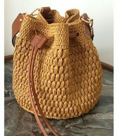 95 Me gusta, 2 comentarios - Şule ( en Ins Crochet Backpack, Crochet Tote, Crochet Handbags, Crochet Purses, Drawstring Bag Diy, Crochet Bag Tutorials, Crochet Shoulder Bags, Crochet Shell Stitch, Yarn Bag