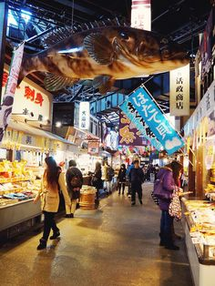 Kuroshio Ichiba Market is a tourist-friendly fish market in Wakayama Marina City Travel Log, Us Travel, China Vacation, Marina City, Travel Humor, Funny Travel, Japanese Market, Wakayama, Japan Travel Guide