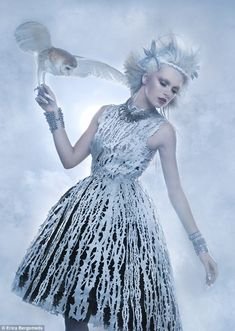 Fashion: The ice maiden stunneth – Winter MakeUp Snow Queen, Ice Queen, Cool Costumes, Dance Costumes, Silk Laser, Evil Queen Costume, Costume Armour, Lingerie Shoot, Queen Fashion