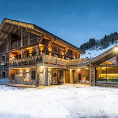 Vacation Chalet in Le Grand-Bornand Chalet Design, Chalet House, Spa Luxe, Alpine Chalet, Swiss Chalet, Location Chalet, Facade Lighting, Chicago Hotels, Hilton Hotels
