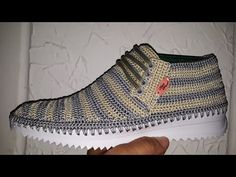 BOTIN UNISEX MODELO TAURO TEJIDO EN CROCHET - YouTube Crochet Shoes, Crochet Slippers, Tunisian Crochet, Crochet Videos, Baby Sewing, Sock Shoes, Flip Flop Sandals, Me Too Shoes, Footwear
