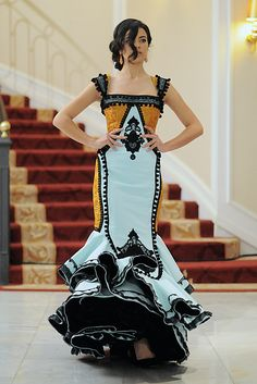 Cañavate - this is the most beautiful flamenco dress I have ever seen Spanish Fashion, Spanish Style, Gala Dresses, Nice Dresses, Flamenco Costume, Flamenco Dresses, Spanish Dress Flamenco, Drag Clothing, Indian Fashion
