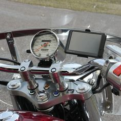 eCaddy® URBAN Ball Mount for GPS - Windshield The eCaddy® Ball Mount is as easy as it gets. All you do is remove the stud on your windshield and screw it on! Fl