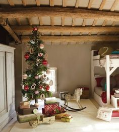 27 Cool And Fun Christmas Décor Ideas For Kids' Rooms | DigsDigs