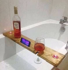 Bath Caddy from recycled wood projects tips woodworking Diy Organizer, Woodworking Toys, Beginner Woodworking Projects, Woodworking Ideas, Youtube Woodworking, Rockler Woodworking, Learn Woodworking, Popular Woodworking, Custom Woodworking