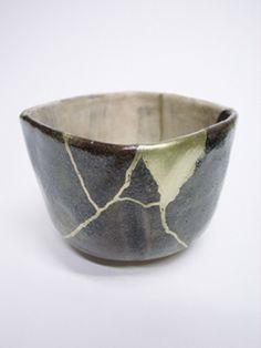 kintsukuroi Kintsugi, Japanese Ceramics, Japanese Pottery, Ceramic Pottery, Pottery Art, Traditional Japanese Art, Ceramic Techniques, Tea Bowls, Wabi Sabi