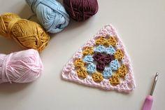 Crochet Corner: Granny Triangle ✿⊱╮Teresa Restegui http://www.pinterest.com/teretegui/✿⊱╮
