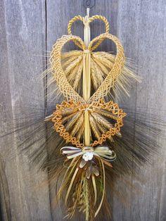 Handmade Wheat Weaving Hearts Love Knots by WoodsorrelDixie Straw Weaving, Paper Weaving, Weaving Art, Loom Weaving, Basket Weaving, Straw Crafts, Fun Crafts, Ukrainian Christmas, Handmade Ornaments