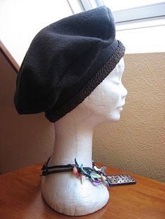 Béret en laine bouillie adulte, Patron couture gratuit Sewing Clothes, Diy Clothes, Free Girl, Creation Couture, Couture Tops, Mode Inspiration, Hats For Women, Clothing Patterns, Cool Outfits