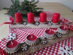 Adventní svícen vločky Na objednávku. Modelován ze šamotové hlíny, kalíšek na svíčku vyglazován. Na klasické i čajové svíčky. Délka cca 33 cm. Svíčky nejsou součástí prodeje.