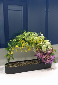 Fake Flower Arrangements, Flower Arrangement Designs, Flower Centerpieces, Flower Decorations, Flower Designs, Candle Arrangements, Modern Floral Design, Corporate Flowers, Beautiful Flowers Wallpapers