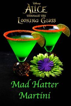 Mad Hatter Cocktail- Mad Hatter Martini Cocktail Recipe Do you love Alice in Wonderland? Want to have a Alice in Wonderland cocktail party. You need the Mad Hatter Cocktail to complete the drink list. Disney Cocktails, Cocktail Disney, Cocktails For Parties, Halloween Cocktails, Summer Drinks, Craft Cocktails, Refreshing Drinks, Summer Drink Recipes, Tea Parties