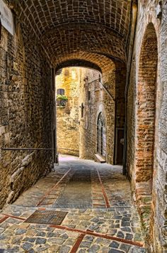 Ancient Passage - Todi, Umbria, Italy | Incredible Pictures
