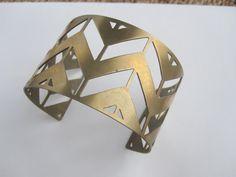 Chevron geométrica manguito latón brazalete por VirginiaWynne