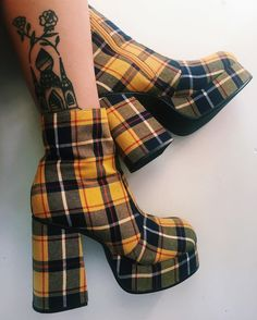 shoes look fashion Pretty Shoes, Cute Shoes, Me Too Shoes, Sock Shoes, Shoe Boots, Ankle Boots, Look Fashion, Fashion Shoes, Kawaii Shoes