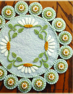 can find Felt applique and more on our Wool Applique Quilts, Wool Applique Patterns, Wool Quilts, Wool Embroidery, Felt Applique, Felt Crafts Diy, Felted Wool Crafts, Fabric Crafts, Sewing Crafts
