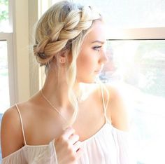 Beautiful #HaloBraid alliwalkermusic can be dressed up or down and worn anywhere!
