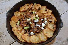 Cartofi taranesti la cuptor. O reteta simpla de cartofi la cuptor cu ceapa si boia (paprika), ca pe vremea bunicii. Fie ca sunt o mancare de sine statatoare