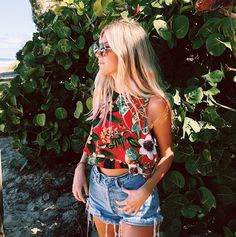 FORAY COLLECTIVE // #shopbyinfluencer, #instagramblogger, #bloggerstyle, #blogger, #stylish, #trendy, #fashionblogger, #influencer, #socialinfluencer, #outfits, #shop, #shopping, #fashiontrends, #fashion, #forwomen, #style, #tofollow, #inspiration, #foraycollective, #floraltops, #croptop, #summertop, #showmeyourmumu
