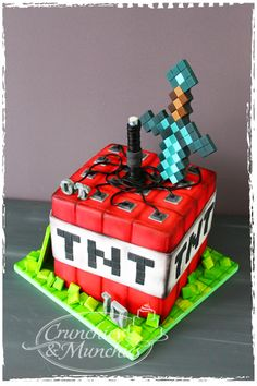 Minecraft b-day cake, Pastel Minecraft, Bolo Minecraft, Easy Minecraft Cake, Minecraft Birthday Cake, Lego Birthday Party, Birthday Parties, Minecraft Videos, Minecraft Sword, Minecraft Skins