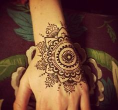 Mehndi become an art and culture. Mehndi is not famous only among women but also in kids. Mehndi Designs for Kids 2016 that you would love to try and will satisfy your kid :). Henna Mehndi, Henna Tatoos, Henna Ink, Henna Mandala, Henna Body Art, Mehndi Tattoo, Henna Tattoo Designs, Mehendi, Hand Tattoos